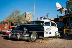 SELIGMAN - Rocznika samochód policyjny wzdłuż trasy 66 obrazy royalty free