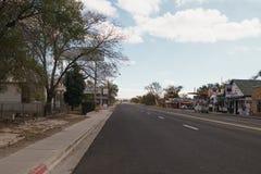 SELIGMAN, USA - CIRCA IM NOVEMBER 2017: herauf Verschiebung auf historischer Straße des Weges 66 Lizenzfreie Stockfotos