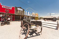 SELIGMAN USA - historisk bussgarage, gammal trävagn Arkivbild