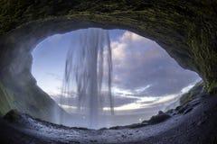 Seljalandsfoss är en av de mest härliga vattenfallen på Icen Arkivfoto