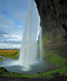 Seljalandsfoss, beroemd watervalgordijn in IJsland Royalty-vrije Stock Fotografie