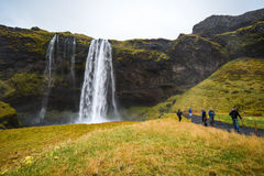 Seljalandsfoss, cachoeira famosa em Islândia fotografia de stock royalty free