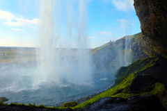 Seljalandsfoss cai de Islândia de trás Fotos de Stock