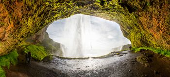 Seljalandsfoss eins des berühmtesten isländischen Wasserfalls Stockfotografie
