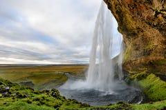Seljalandsfoss majestueux, la cascade la plus célèbre en Islande Horizontal de coucher du soleil Belle attraction touristique dan photographie stock