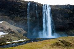 Seljalandsfoss pendant la saison d'hiver de l'Islande photo stock
