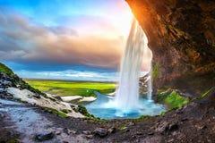 Seljalandsfoss vattenfall under solnedgången, härlig vattenfall i Island arkivbild