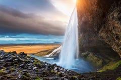 Seljalandsfoss vattenfall under solnedgången, härlig vattenfall i Island royaltyfri fotografi