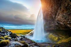 Seljalandsfoss vattenfall under solnedgången, härlig vattenfall i Island arkivbilder