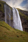 Seljalandsfoss-Wasserfall gesehen von der Treppe Stockbild
