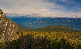 Selkirk berg från Frisby Ridge Royaltyfri Fotografi