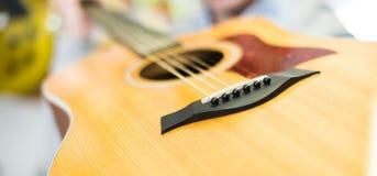 Sella di legno della chitarra fotografia stock libera da diritti