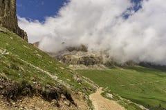 Sella-Gruppe in den Wolken dolomites Italien lizenzfreie stockfotos