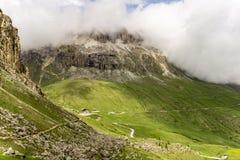 Sella-Gruppe in den Wolken dolomites Italien stockbilder