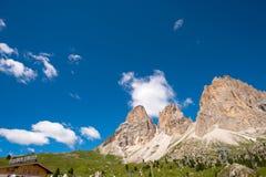 远足Sella的山在有Sella小组的Val加迪纳 免版税库存图片