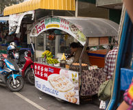 The seller of food on the street in Pattaya Stock Images