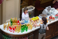 Seller of soft drinks and buyer Stock Photography