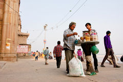Seller of the street food talks with a customer Royalty Free Stock Photos