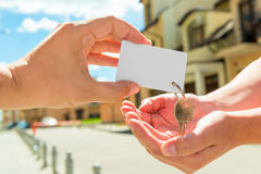 The seller transfers key to the apartment Royalty Free Stock Photography