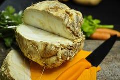 Selleri rotar - kilar celeriac, källa av vitaminen, nytt sunt Arkivbild