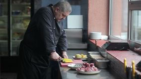 Selleri rotar klipps för pilaff stock video