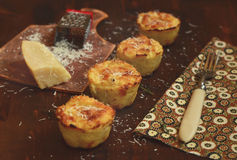 Selleriemuffins mit Parmesankäse Stockbild