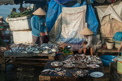 Selling sea food in Vietnam Stock Photography