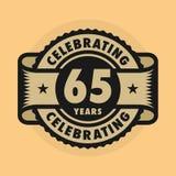 Sello con el texto que celebra 65 años de aniversario libre illustration