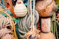 Sello con un tema náutico El primer del viejo amarre colorido ropes, viejo Fotografía de archivo