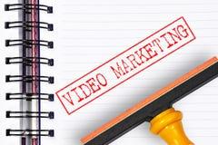 Sello de goma video del márketing en el cuaderno Imagen de archivo libre de regalías