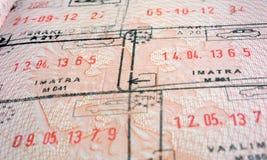 Sello de la frontera en el pasaporte con la fecha Foto de archivo libre de regalías