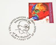 Sello de la O.N.U que dedica a Mahatma Gandhi Imagenes de archivo