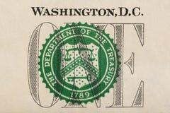 Sello del Departamento del Tesoro en macro del primer del billete de dólar de los E.E.U.U. uno Foto de archivo