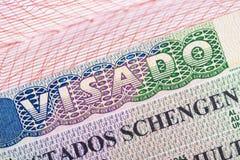 Sello en el pasaporte para el viaje y la entrada en España fotos de archivo libres de regalías