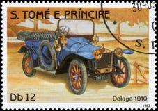 Sello impreso en S El tomo e Principe muestra a imagen del coche retro Delage 1910 años de lanzamiento Foto de archivo libre de regalías