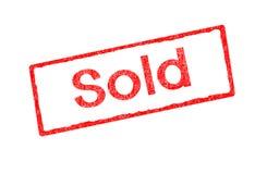 Sello rojo con poner letras Sold aislado en el fondo blanco stock de ilustración