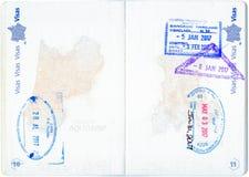 Sellos de Canadá, de Estados Unidos y de Tailandia en un pasaporte francés Imágenes de archivo libres de regalías