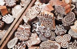 Sellos de madera Mercancías del mercado al aire libre Imagen de archivo libre de regalías