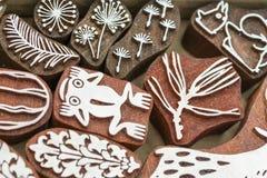 Sellos de madera tallados de diversos diseños Imagen de archivo
