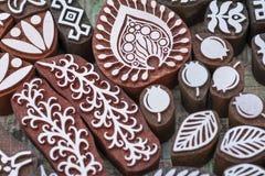 Sellos de madera tallados de diversos diseños Fotos de archivo libres de regalías