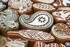 Sellos de madera tallados de diversos diseños Foto de archivo