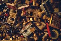 Sellos soviéticos del poste de la antigüedad con los pájaros Imágenes de archivo libres de regalías
