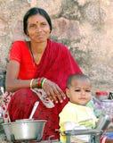Sells da mulher na rua em India imagem de stock