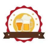 Selo circular com o frasco da cerveja e o copo espumosos do vidro Imagens de Stock Royalty Free
