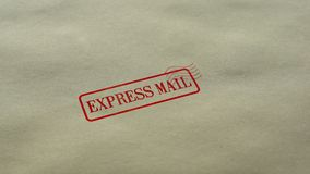 Selo do correio expresso carimbado no fundo de papel vazio, serviço de entrega rápido vídeos de arquivo