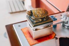 Selo dourado da forma da tartaruga em Coreia Imagens de Stock Royalty Free
