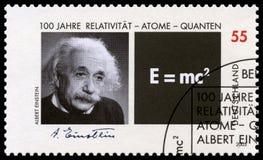 Selo postal alemão com o retrato de Albert Einstein imagem de stock