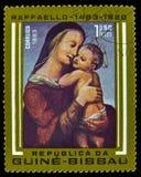 Selo postal de Madonna e da criança de Guiné-Bissau imagens de stock royalty free