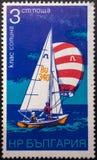 Selo postal 1973 sailing bulg?ria imagem de stock