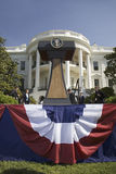 Selo presidencial no pódio na frente do Portico sul da casa branca Imagens de Stock Royalty Free
